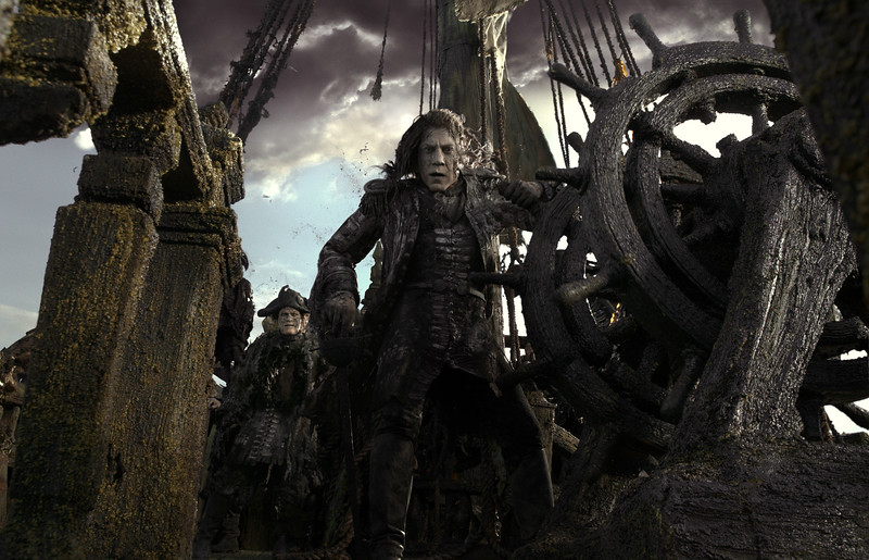 Extended look trailer for PIRATES OF THE CARIBBEAN: DEAD MEN TELL NO TALES, new poster and stills