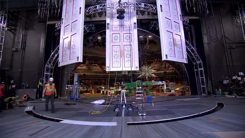 Giant ice chandelier, flying doors and more appear for FROZEN – LIVE AT THE HYPERION show