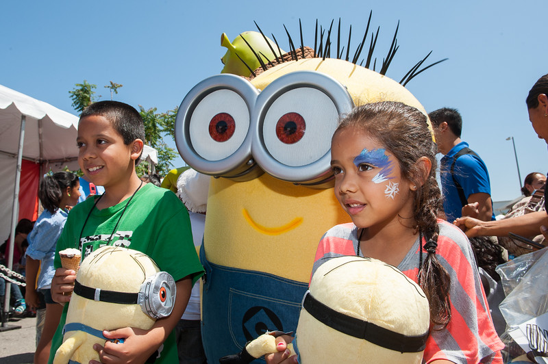 """Despicable Me"" Minions and Universal Studios employees volunteer for six charities for annual DAY OF GIVING"