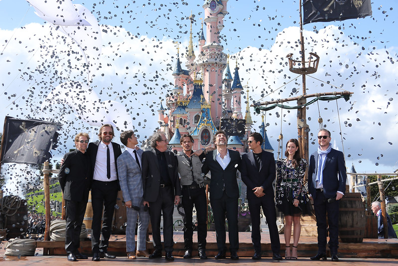 The cast of PIRATES OF THE CARIBBEAN: DEAD MEN TELL NO TALES surprises guests at Disneyland Paris